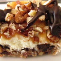 Turtle Cheesecake Bars